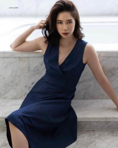 1. Tampil elegan dengan gaun terusan