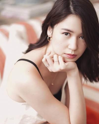 4. Promosi perhiasan, Laurabas tampak seperti artis Korea