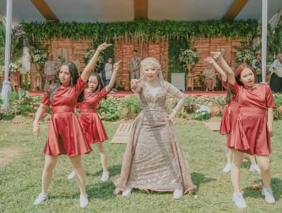 Nge-dance K-Pop di Hari Pernikahan, Pengantin Wanita Ini Viral di Media Sosial