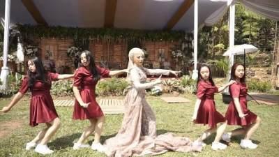 Menarikan K-Pop di Hari Pernikahan