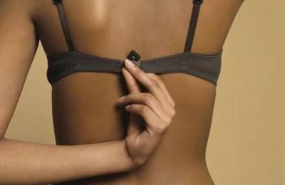 Rayakan 'No Bra Day', Apa Aja Sih Manfaatnya Sehari Tidak Pakai BH?