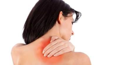 1. Menghindari bahu yang sakit dan pegal