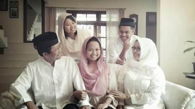 Mengintip Pola Didik Anak 'Bebas' ala Suami Istri Guru Besar UI