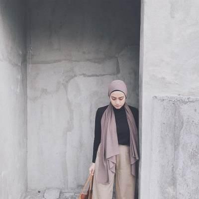 Yuk, Tiru Gaya Hijab Simpel Anti Ribet ala Ayudia Bing Slamet