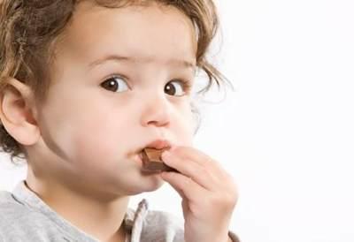 Anak Hobi Makan Cokelat? Perhatikan 3 Hal Penting Ini, Moms!