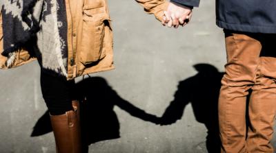 Ciri-ciri Suami Setia, Tak Harus Selalu Romantis, Moms!