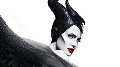 Sempat Ribut Karena Warna Bibir, Ini Lipstik yang Dipakai Angelina Jolie di Maleficent 2