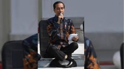 Bahaya Duduk Silang Ala Jokowi