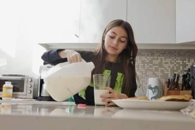 Lebih Jauh Mengenal Susu UHT dan Aturan Tepat Konsumsinya