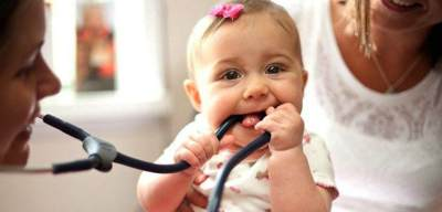 Moms, Perhatikan 5 Pertimbangan Penting Ini Saat Memilih Dokter Anak