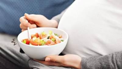 Bolehkah Ibu Hamil Makan Salad Buah? Ketahui Tips Aman Mengonsumsinya