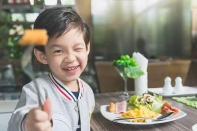 Si Kecil Susah Makan Sayur? Coba Tips dari Istri Tompi Berikut ini Moms!