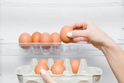 3. Hindari menaruh telur di balik pintu lemari es