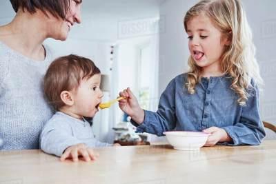Moms, Ini 4 Keuntungan Punya Anak-anak dengan Jarak Usia Jauh