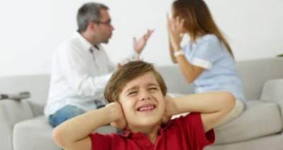 Bertengkar Di Depan Anak