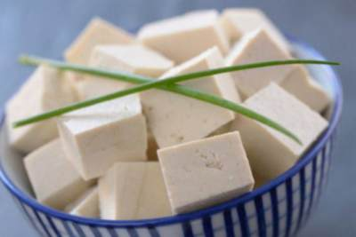 Sering Keliru, Ketahui Perbedaan Tahu dan Tofu Yuk, Moms!