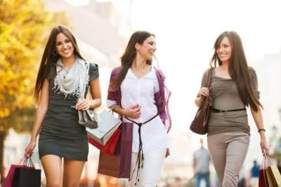 Penuh Daya Tarik, Ini 5 Zodiak Wanita dengan Aura Paling Memesona!