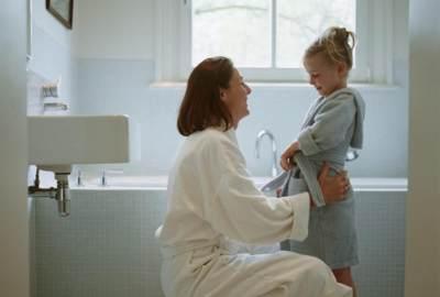 Moms, Perhatikan 7 Reaksi Anak Ini Saat Melihat Orang Tua Telanjang