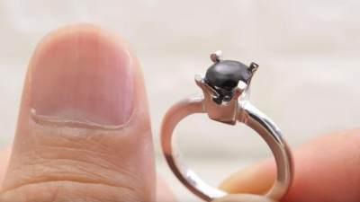 Siapa Sangka, Cincin Cantik Ini Ternyata Terbuat Dari Kuku Manusia