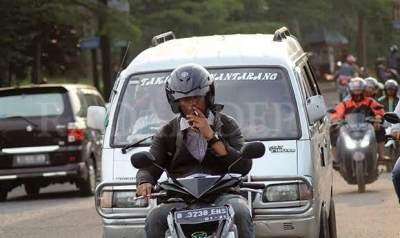 Viral Adu Mulut Karena Merokok Saat Berkendara, Ternyata Bisa Dipidana Lho!