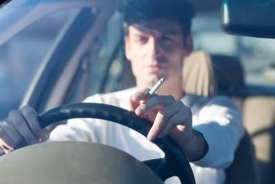 Pidana dan Denda Merokok Saat Berkendara