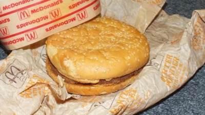 Wow! Setelah Disimpan 25 Tahun, Burger McDonalds Ini Tetap Utuh
