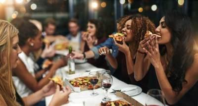 Psst! Ternyata Ini Loh 5 Ciri Tempat Makan yang Pakai Penglaris Menurut Roy Kiyoshi
