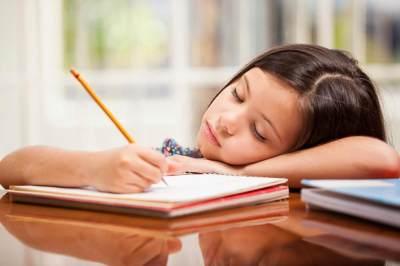Sekolah Memberi Murid Banyak PR, Apakah Berbahaya?