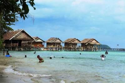 Mengintip Indahnya Pantai Saleo, Pantai yang Jadi Favorit Warga Raja Ampat