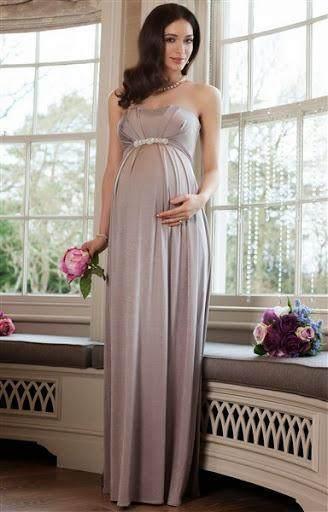 2. Tampil simple namun terkesan elegan dengan dress silver