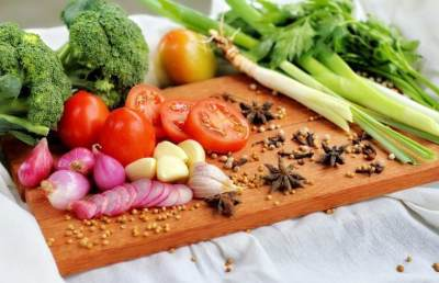 Mengonsumsi Makanan Anti-inflamasi