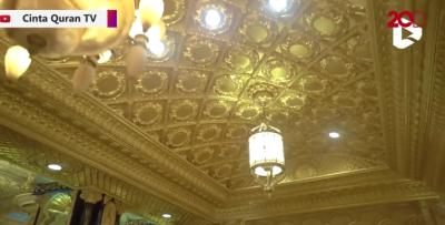 Masih Gunakan HP Jadul, Pemilik Rumah Berlapis Emas 99 Kamar Ini Juga Tak Pakai ART