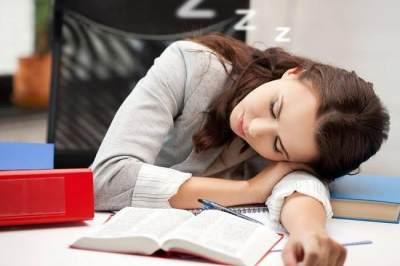Mengantuk di Pagi Hari Saat Bekerja? Ini 5 Cara Mudah Mengatasinya