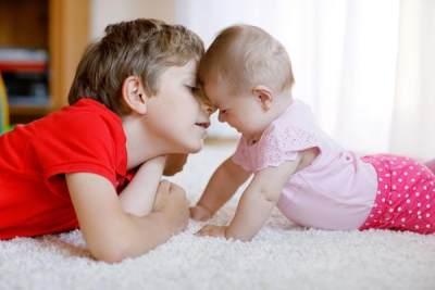 Kapan Seorang Kakak Bisa Dipercaya Mengasuh Adiknya?