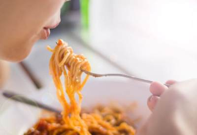 Makan Mie Instan Saat Hamil Bahayakan Janin, Benarkah?