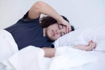 Sering Berkeringat di Malam Hari? Bisa Jadi Gejala Penyakit Lho, Moms!