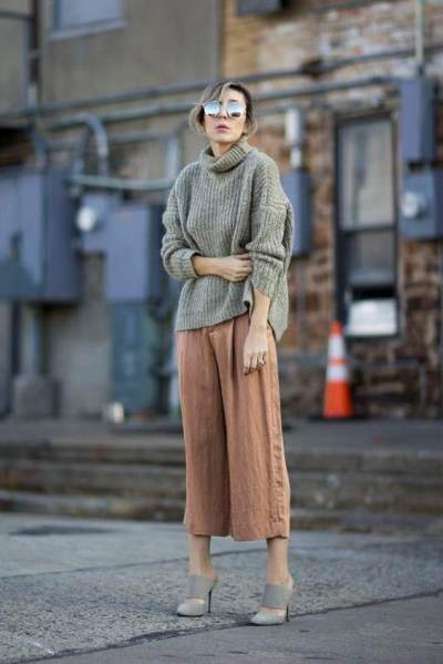 5 Inspirasi Mix & Match Sweater Kekinian Agar Tetap Modis di Musim Hujan