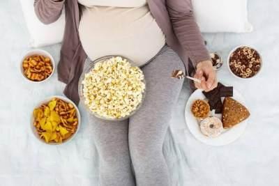 Biar Gak Kelebihan Berat Badan, Ini 5 Tips Mengontrol Nafsu Makan Saat Hamil