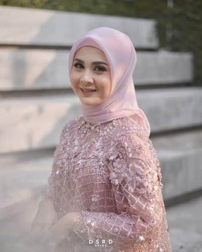 Berhijab, Jadi Salah Satu Syarat Kesha Ratuliu Dinikahi Adhi Permana