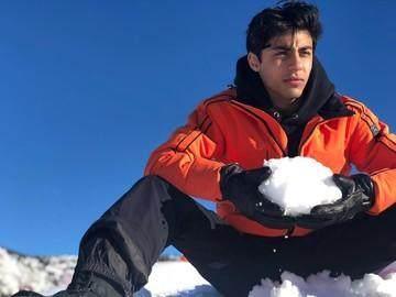 Tampan dan Cantik, Ini Foto Ketiga Anak Shah Rukh Khan yang Mirip Sang Ayah!