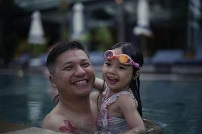 Ayah-Anak Goals! Ini 8 Potret Serunya Liburan Gempita dan Gading di Bali