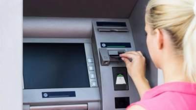 Fenomena Artis Pamer Saldo ATM, Ini Pejelasan Psikisnya, Moms!