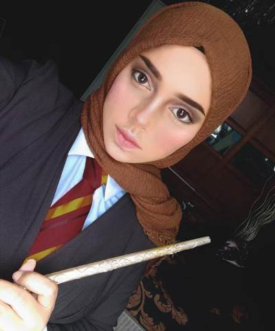 The Power of Makeup, Hijaber Ini Bertransformasi Jadi Princess Hingga Annabelle