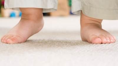 Jangan Abaikan Bayi Sering Jatuh Saat Belajar Berjalan, Bisa Jadi Ini Penyebabnya