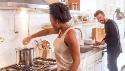 Suami yang Membantu Pekerjaan Rumah Lebih Bahagia dan Sehat, Ini Hasil Penelitiannya