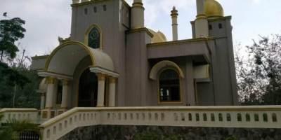 Bukan Mistis, Ini Fakta Di Balik Viralnya Masjid Megah Di Tengah Hutan