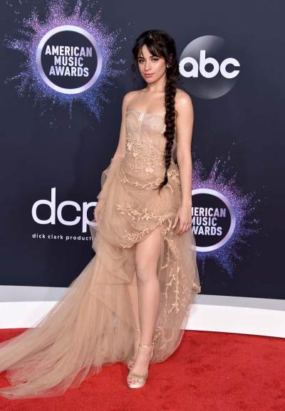 7 Artis Dengan Gaun Terbaik di American Music Awards 2019, Agnez Mo Banjir Pujian