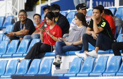 Potret Maria Ozawa Dukung Timnas U-22 Indonesia yang Bikin Gagal Fokus
