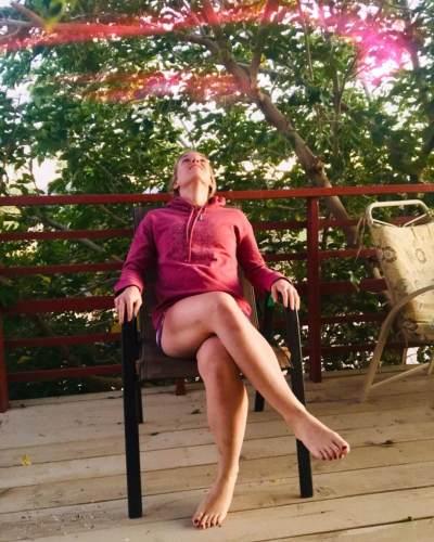 Diklaim Bikin Sehat, Wanita Ini Jemur Bokong di Bawah Matahari Hingga Tuai Kontroversi