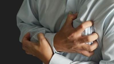 Benarkah Mengatasi Serangan Jantung Dengan Cara Ditepuk? Ini Faktanya